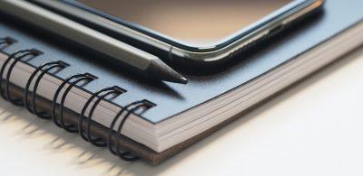 closeup-photo-of-black-smartphone-near-black-and-grey-pencil-768474